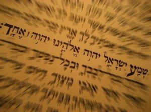 (La Torá es el libro sagrado del judaísmo)