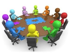 (En las reuniones se discuten uno o varios temas)