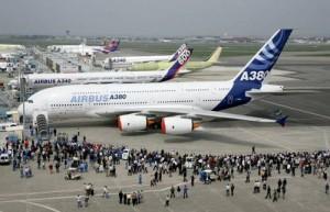 (Los aviones comerciales transportan pasajeros)