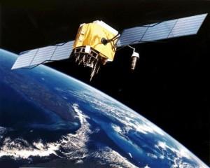 (Los satélites giran en torno a cuerpos celestes)
